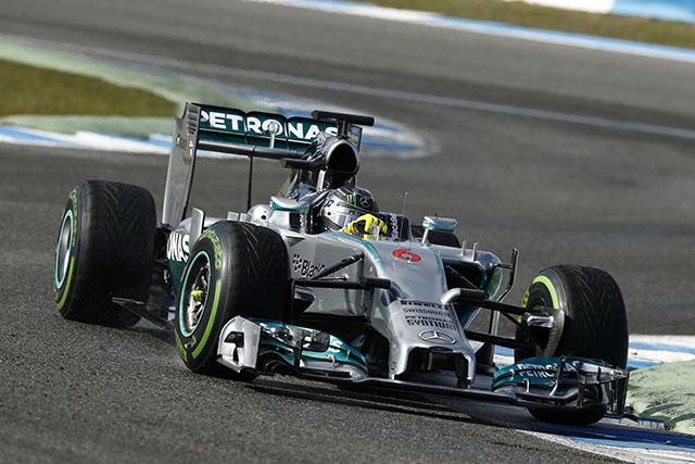 Mercedes Benz brilló en Abu Dhabi, Mc Laren solo dió dos giros