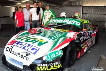 Nicolás Gonzalez cerró el año en el óvalo de Rafaela con patrocinantes y amigos