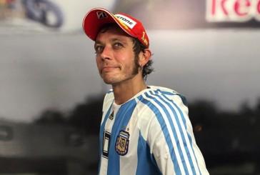 """Moto GP. """"El Doctor"""" atiende en Argentina sin anestesia. Carrerón en Termas de Río Hondo"""