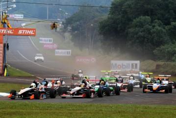 Fórmula Renault: Ciarrochi ganó la del Domingo