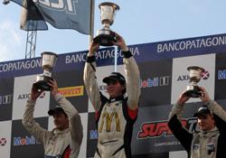 Fórmula Renault 2.0: Moggia firme, se quedó con la primer final