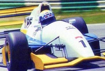 En Silverstone 1994 el «Jose» Di Palma hacia flamear la bandera en la Fórmula 2 Británica