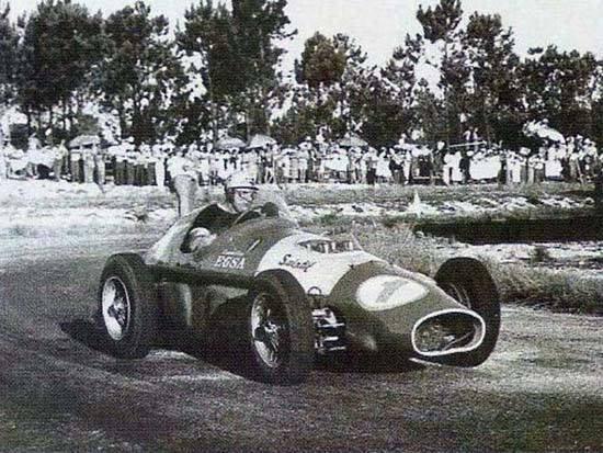 """Mientras su amigo Fangio anunciaba su retiro, Froilán Gonzalez ganaba en el """"El Pinar"""""""