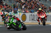 Super Bike: Rea ejerce de campeón con un doblete en Magny-Cours