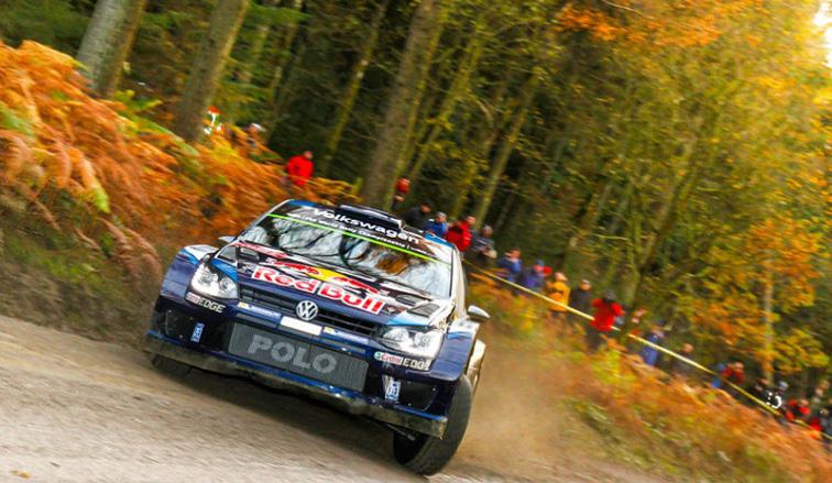 WRC: Ogier se detiene y cede tiempo en Gales