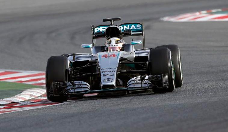 Fórmula 1: Hamilton asusta con 156 vueltas sin problemas en el primer día de test