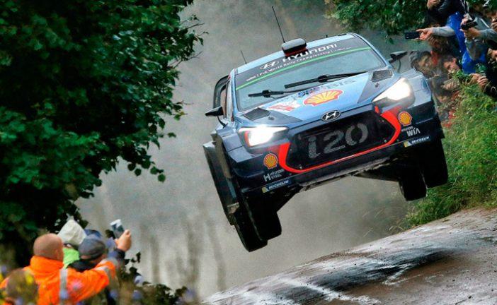 WRC: Neuville lidera la pelea del viernes