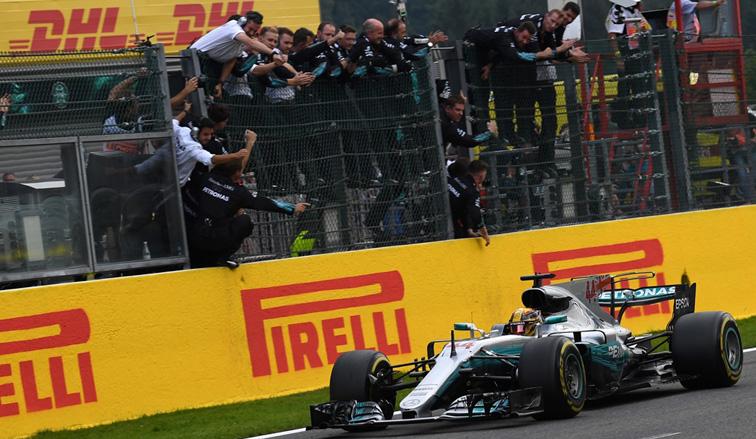 Fórmula 1: Hamilton contiene a Vettel y se lleva la victoria