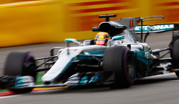 Fórmula 1: Hamilton al frente en una sesión interrumpida por la lluvia