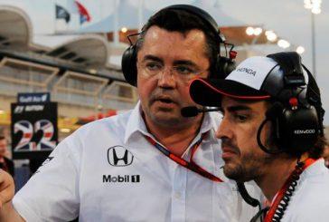 """Fórmula 1: Boullier compara a Alonso con un tiburón: """"Va directo hacia la sangre"""""""