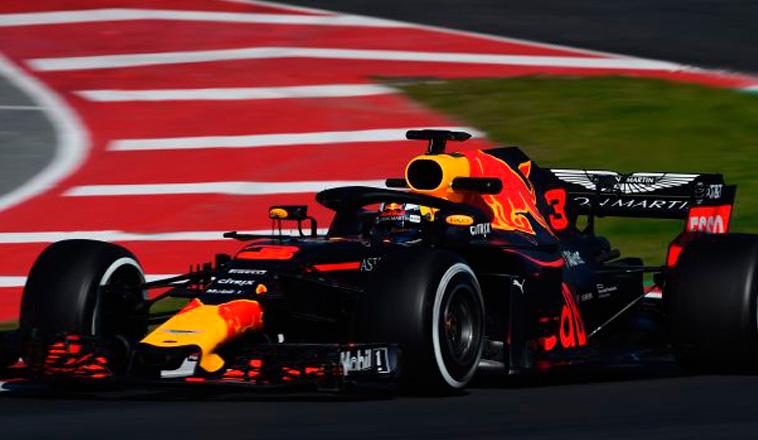 Fórmula 1: Ricciardo avisa en la mañana del sexto día, McLaren rompe motor
