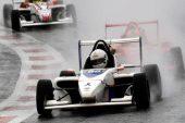 F2: Martínez gana la primera carrera