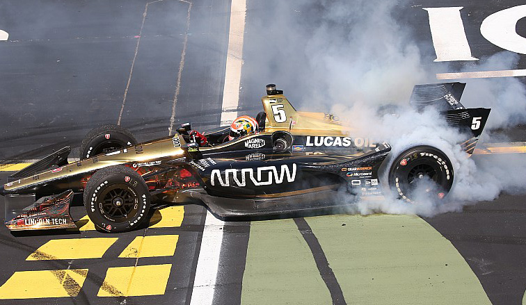 Indy Car: Hinchcliffe triunfa en Iowa; Newgarden vive un final inesperado