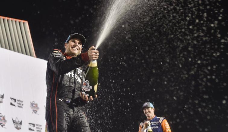 Indy Car: Will Power gana y mantiene con vida las esperanzas por el título