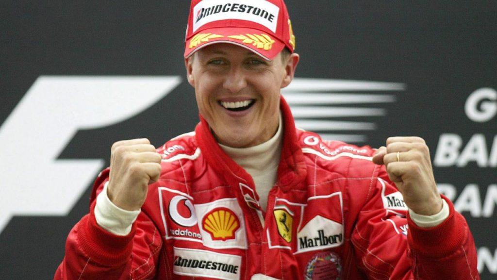 MANAMA, BAHRAIN - APRIL 04: Motorsport / Formel 1: GP von Bahrain 2004, Manama; Michael SCHUMACHER (GER) / Ferrari gewinnt den Grand Prix 04.04.04. (Photo by Alexander Hassenstein/Bongarts/Getty Images)