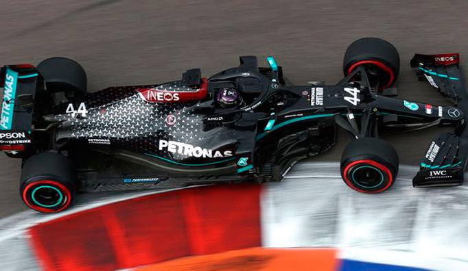 Fórmula 1: Susto y pole apabullante para Hamilton en Sochi