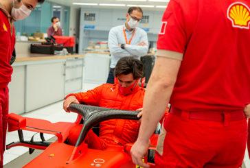 Fórmula 1: Carlos Sainz ya viste de rojo Ferrari en su primera visita a Maranello
