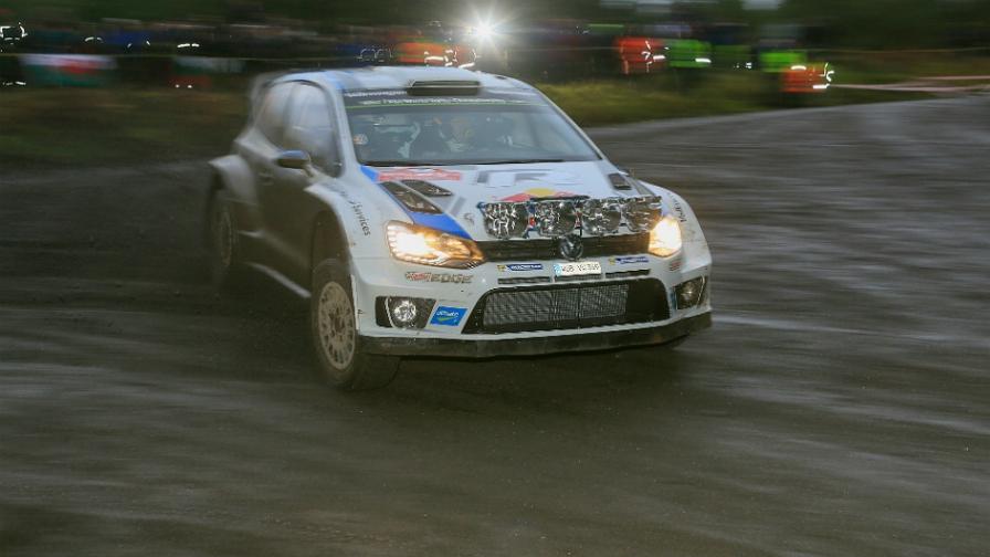 Ogier marca el rumbo en el Rally de Gales