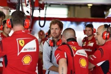 Vettel se mostró en los boxes de Ferrari