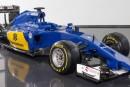 Sauber presentó el C 34, azul y oro