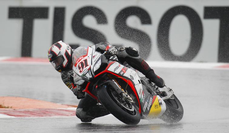 Super Bike: Pole para Haslam en una sesión bajo la lluvia, «Tati» Mercado clasificó 14º