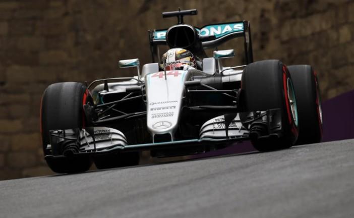 Fórmula 1: Hamilton lidera y explora los límites de Bakú