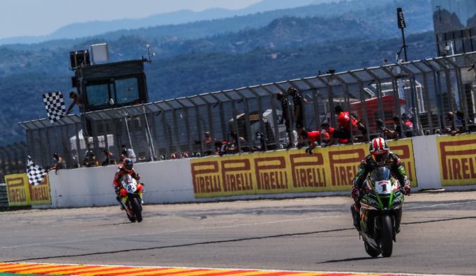 Super Bike: Rea gana la Carrera 2 de Teruel tras un espectacular duelo con Rinaldi