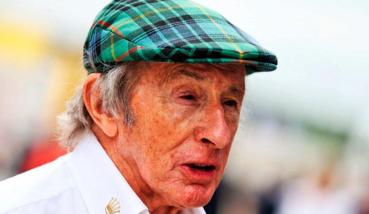 Sir Jackie Stewart se recupera de una cirugía de rodilla