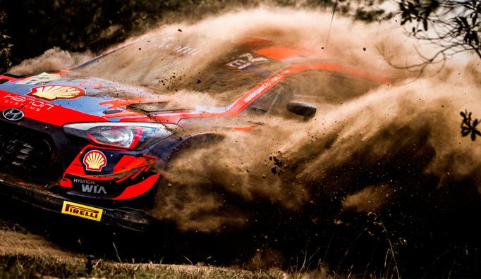 WRC: ¡El Safari hace estragos! Neuville, líder pese a un doble pinchazo