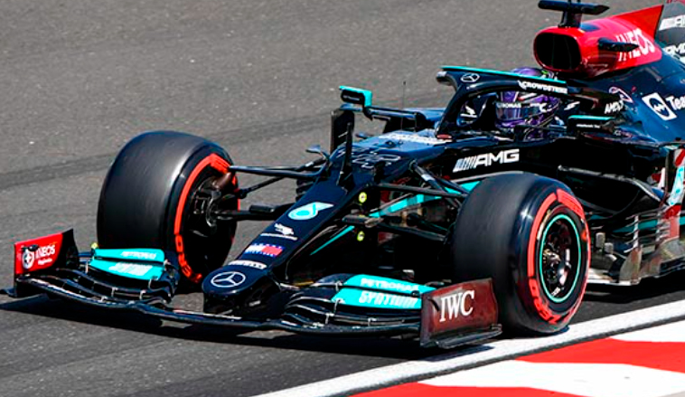 Fórmula 1: Pole para Hamilton y doblete de Mercedes