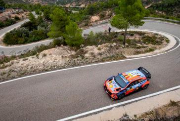 WRC: Neuville se queda con los tramos matinales en Cataluña